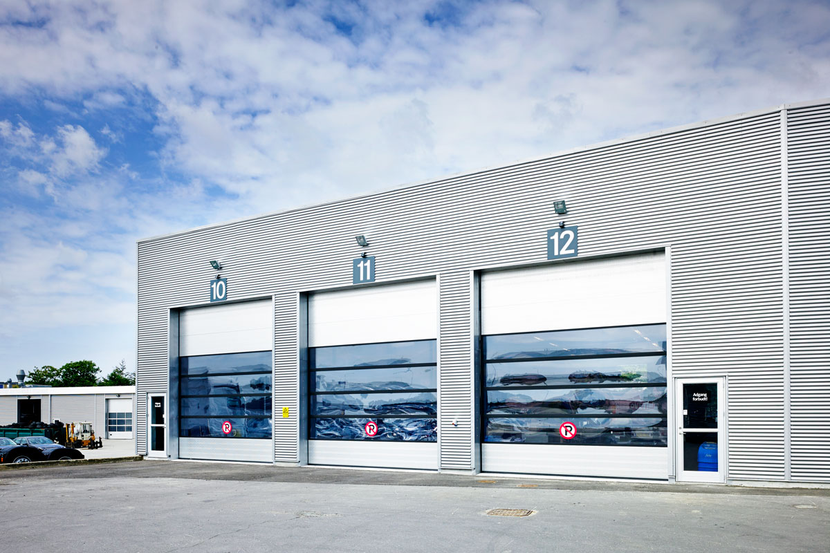 9000F Industrial Overheaddoors With Windows