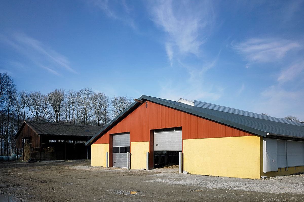 Sectional Industrial Doors With Windows NASSAU 9000M For Agriculture