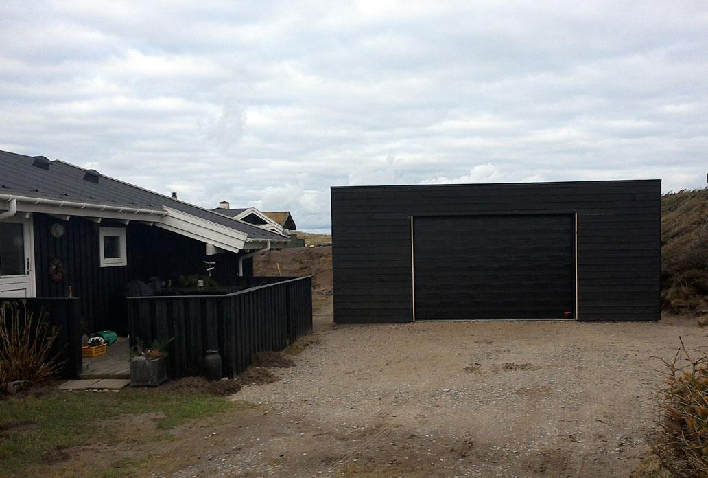 Black NASSAU Woodgrain Garage Door